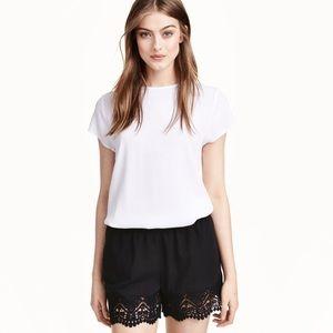 HOT ITEM🔥H&M black crochet trim shorts